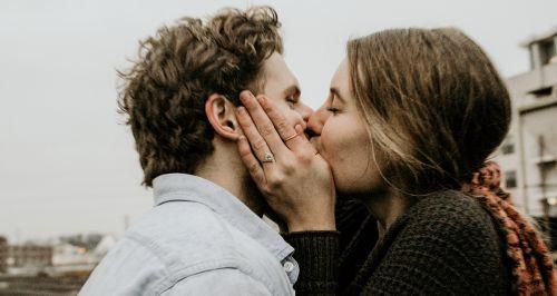 Почему так важно целоваться?