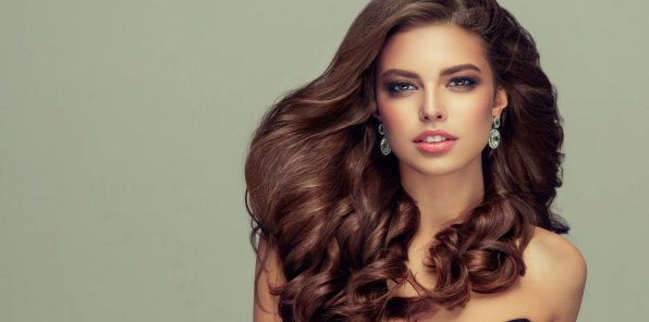 Скидки до 60% на услуги для волос в салоне «Виктория»