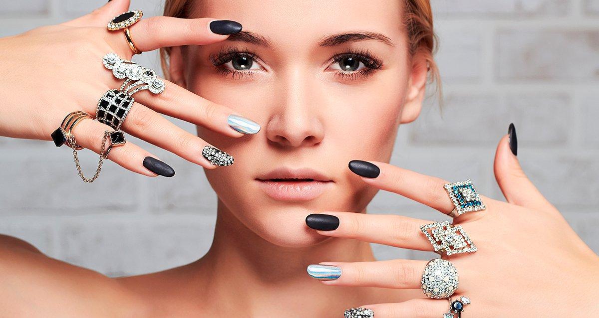 Скидки до 65% на услуги для ногтей в салоне «У подруг»