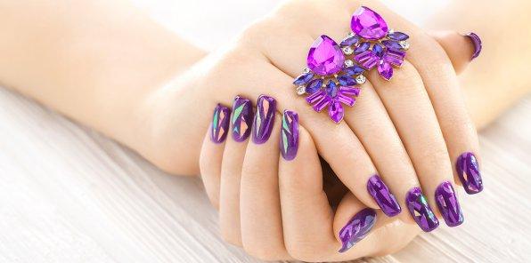 Скидки до 75% на ногтевой сервис в салоне «Элис»