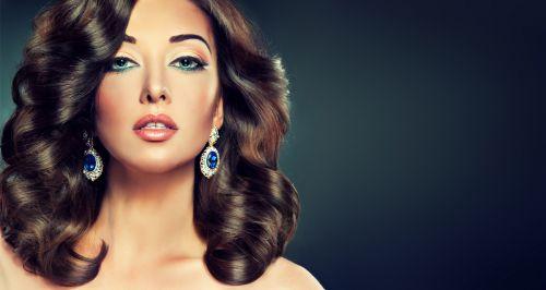 Скидки до 80% на услуги для волос в студии красоты «Глянец»