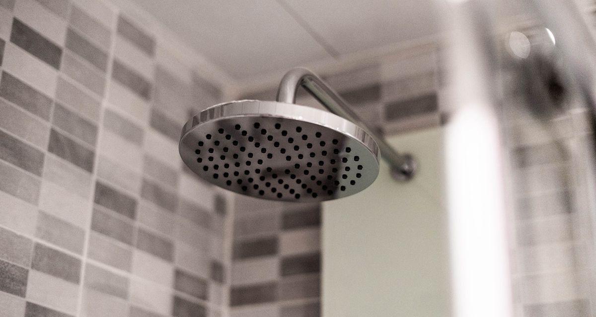 Почему полезно принимать ледяной душ
