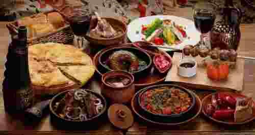Скидка 50% на ужин для двоих или банкет в кафе «Амра»