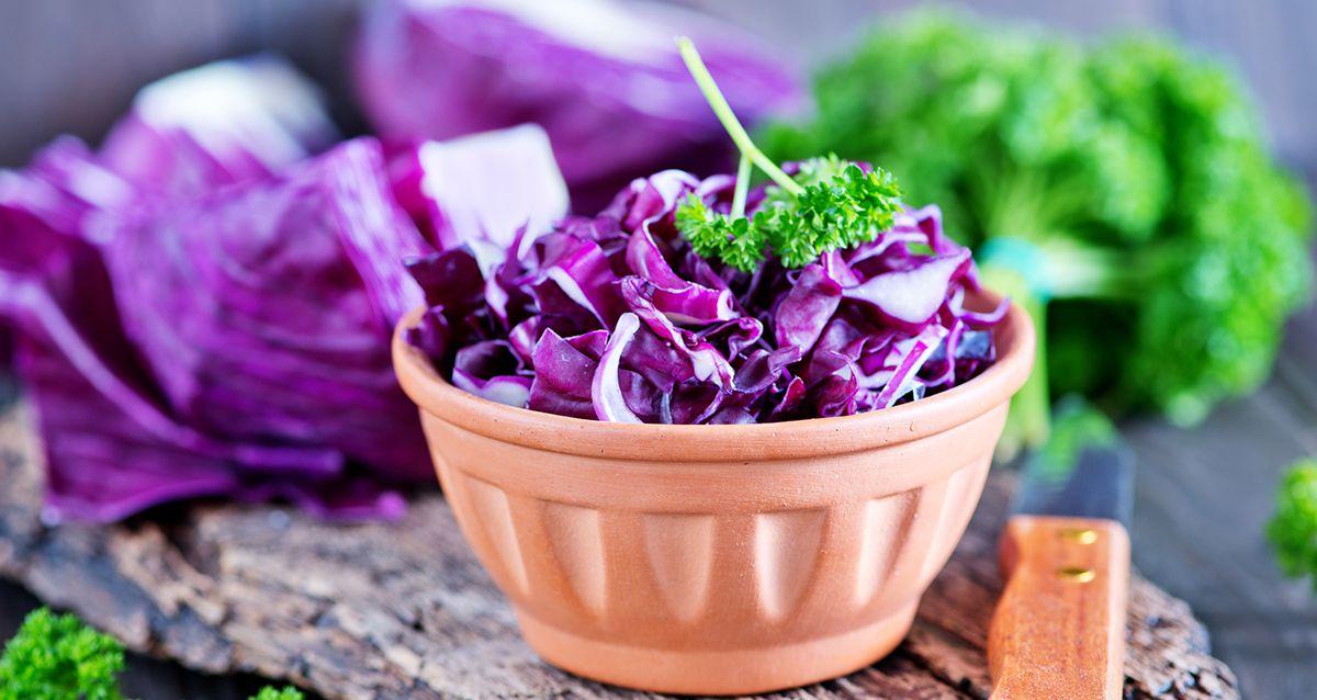 Витаминные салаты с краснокочанной капустой