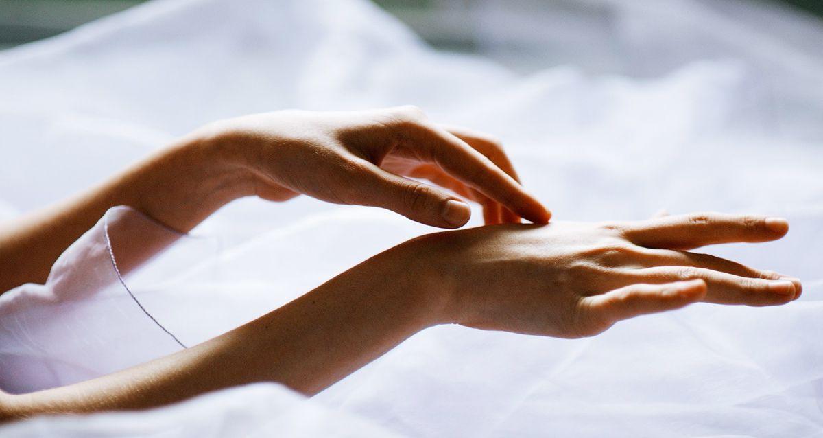 Как защитить нежную кожу рук от мороза