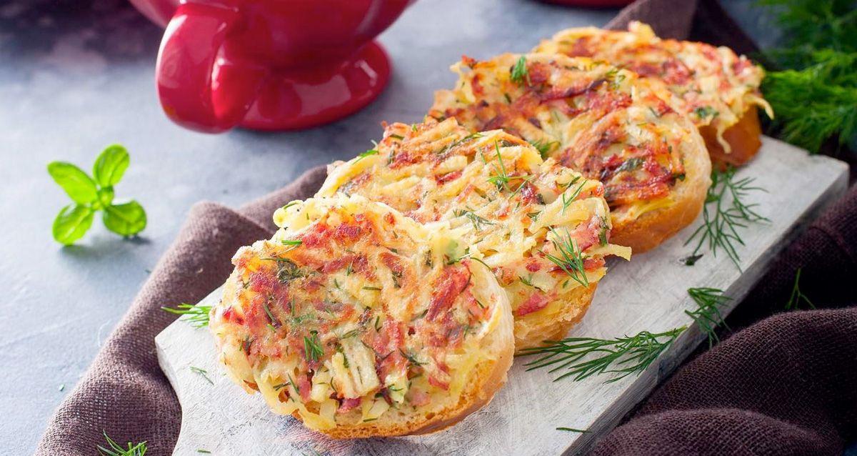 Горячие бутерброды на завтрак: 3 рецепта