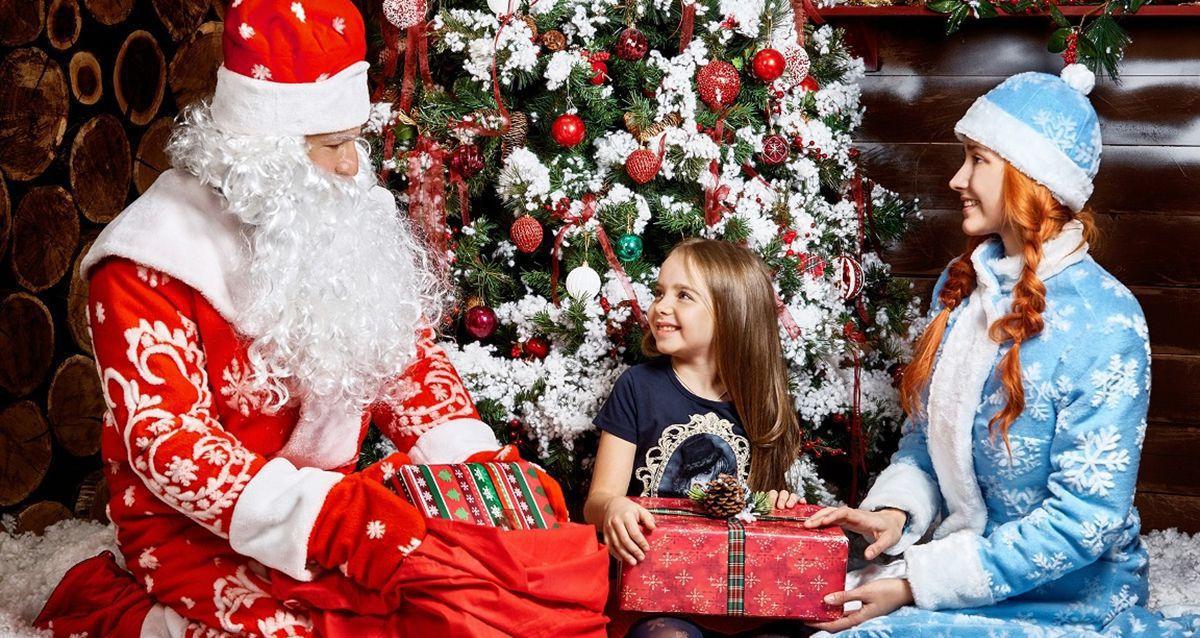 Скидки до 68% на выездное поздравление от Деда Мороза и Снегурочки + подарки каждому