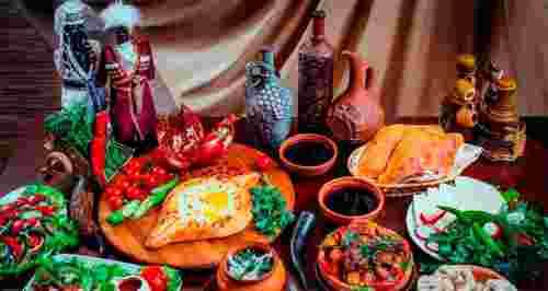 Скидки до 50% на ужин для двоих или банкет в кафе «Амра»