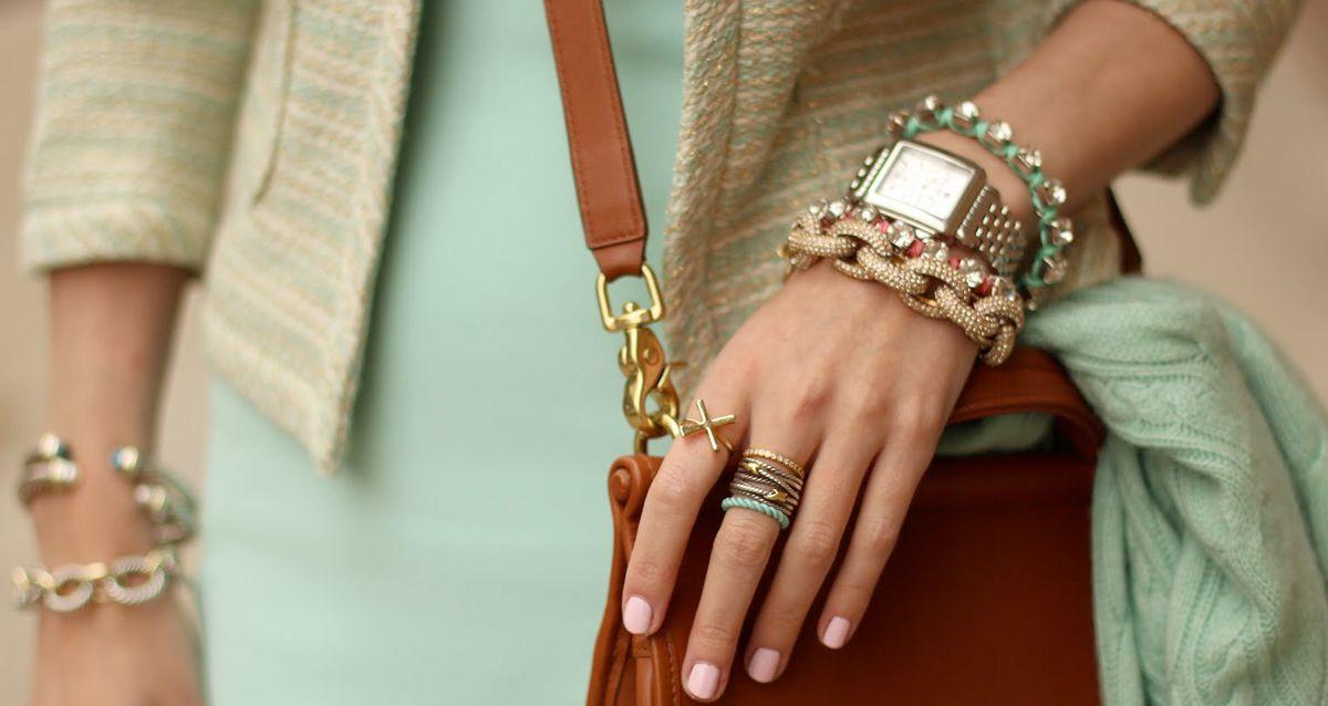 Как стильно носить ювелирные украшения в 2021