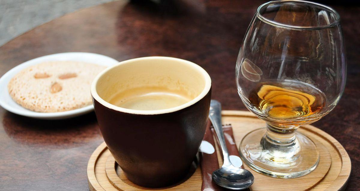 Веселое чаепитие: горячительные чаи и кофе