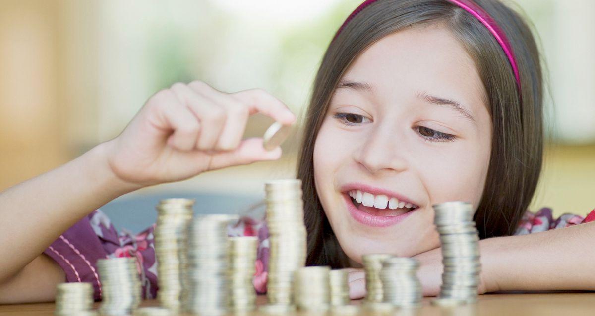 Когда и как начинать учить ребенка обращаться с деньгами?