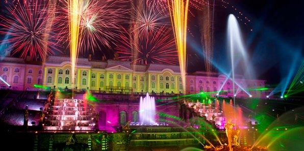 Конец лета, а вы еще не были на фонтанах Петергофа? Весь август и сентябрь экскурсии бесплатно! Не пропустите праздник закрытия фонтанов!