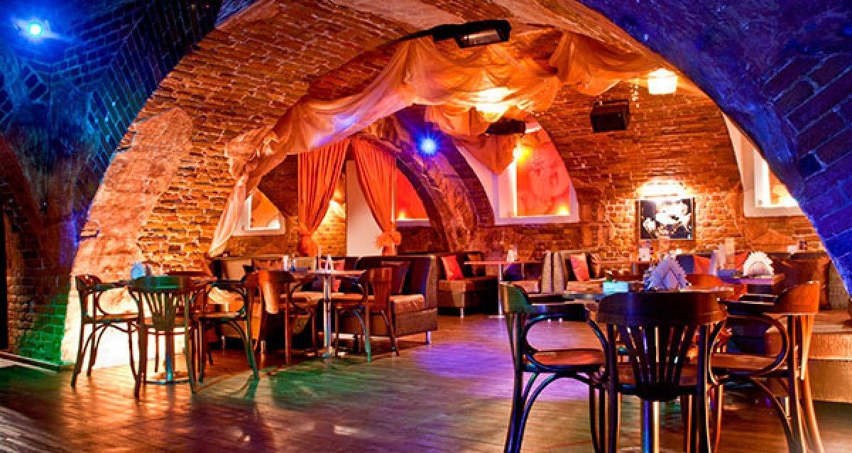 Проведите время с друзьями в уютном баре! Скидка 50% на все в баре Spirit. Всегда богатый выбор блюд!