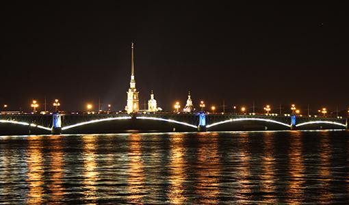 Ночные прогулки на теплоходе с разводом мостов в спб
