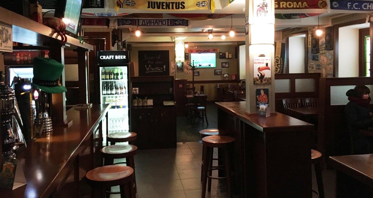 интерьер паба Dagda Irish Pub